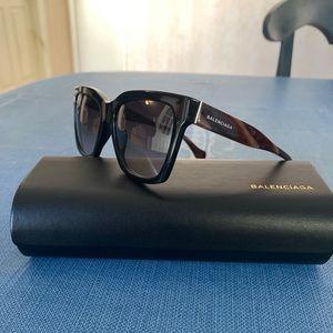 Balenciaga BA 98 01B sunglasses